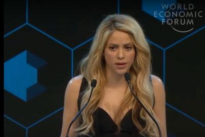 Shakira habla sobre el futuro de los niños en el Foro Económico Mundial
