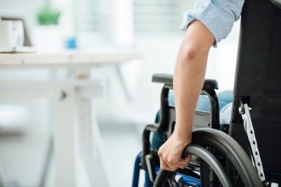 ¿Convienen las deducciones por contratar a personas con discapacidad o adultos mayores?