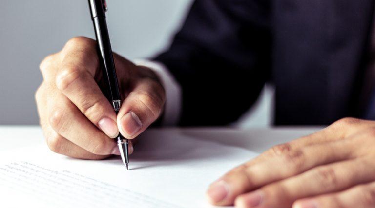 La notificación por correo es ilegal sin la firma del destinatario o su representante