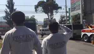 Funcionarios de Profeco auditan gasolinera