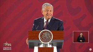 AMLO revela que un expresidente tiene un adeudo con el SAT