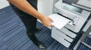 No se pueden presumir ciertos los hechos que el trabajador pretende acreditar sólo con copias, si son documentos que el patrón no tiene obligación de conservar