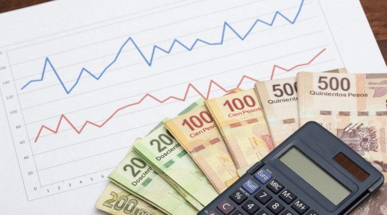 calculadora y dinero mexicano