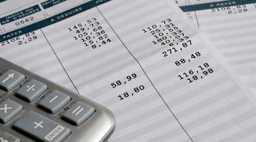 calculadora y un recibo