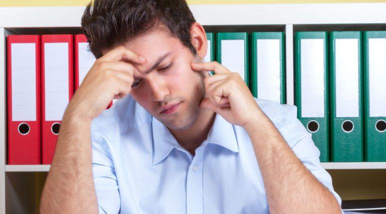 oficinista frustrado precariedad laboral