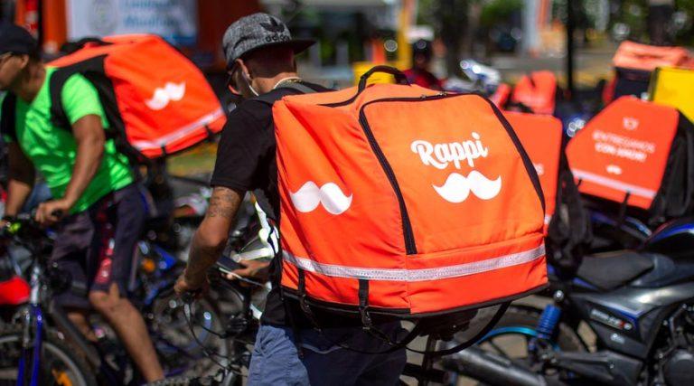 repartidores de aplicaciones digitales rappi en bicicleta