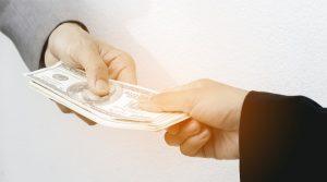 AMLO se compromete a una rápida devolución de IVA