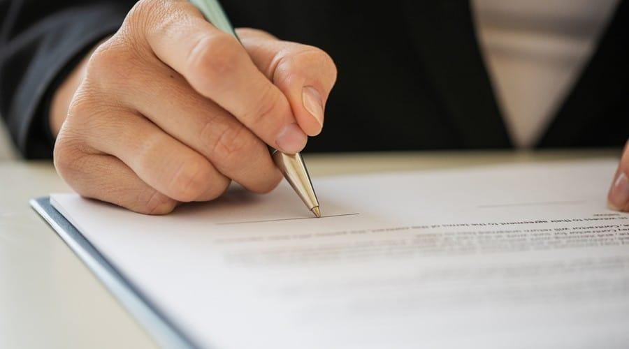 Grandes contribuyentes preparan litigios contra el SAT por créditos fiscales