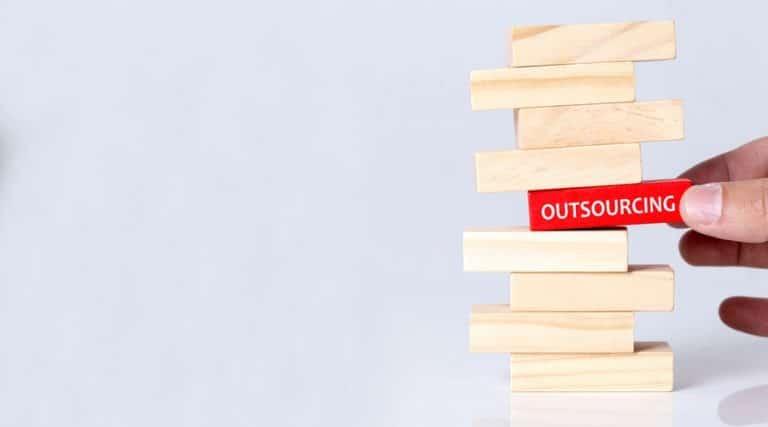 El Gobierno tiene alrededor de 500,000 trabajadores por outsourcing FSTSE